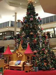 betcha didn u0027t know this about the kop mall u0027s holiday decor