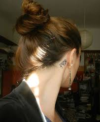 wolf tattoo behind ear cool wolf tattoo idea behind the ear wolf tattoo outline awesome