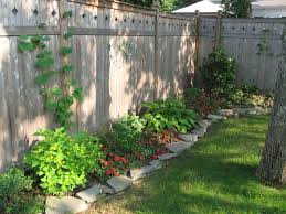Landscape Ideas For Small Backyard by Best 25 Landscaping Along Fence Ideas On Pinterest Privacy