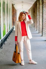 how to dress for spring sightseeing in london u0027s holland park