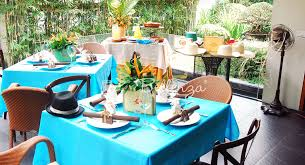 Summer Entertaining Ideas - outdoor patio entertaining essentials for summer with a tropical