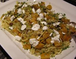 cuisiner une butternut bucatini pasta with roasted chestnuts butternut squash and goat