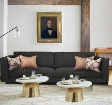 canapé gris foncé personnaliser un canapé gris foncé avec des coussins