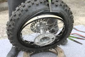 chambre a aire moto demontage remontage d un pneu avec chambre a air en moins de 3 mn