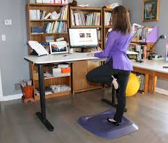 Mat For Standing Desk by Stand Up Smarter At Work With A Standing Matx Bytes