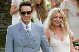 moss and kate moss and hinch on their wedding day abc news