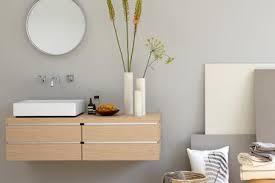 holz f r badezimmer grau und helles holz sorgen für harmonie im bad bild 4 living