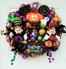 How To Make Halloween Wreath Disney Halloween Wreath Mickey Mouse And Minnie Mouse Wreaths