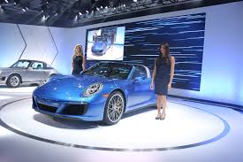 new porsche 911 targa 2017 porsche 911 targa makes los angeles auto show debut video