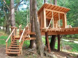 nice simple design of the custom tree houses can be decor with