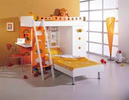 schreibtisch kinderzimmer das hochbett besitzt auch eine normales bett und einen