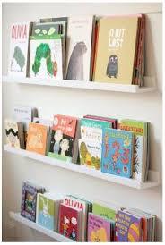 rangement mural chambre bébé utiliser les cimaises ribba d ikea comme bibliothèque murale pour