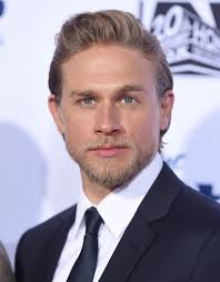 how to get thecharlie hunnam haircut charlie hunnam replaces benedict cumberbatch in the lost city of