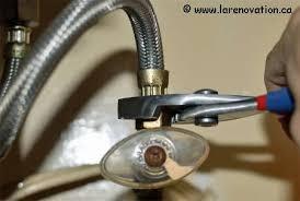 changer robinet evier cuisine remplacer les robinets de cuisine