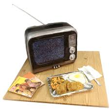 television cuisine cake that looks like an fashioned tv set complete with an all