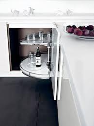 eckschrank küche ein eckschrank karussel ist sehr nützlich küchen ideen