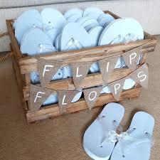 flip flop wedding favors 10 best outdoor wedding ideas in 2017 receptions wedding and crates
