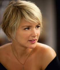 womans short hairstyle for thick brown hair short hairstyles for thick hair oval face old generation