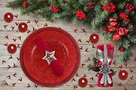 christmas table set charger plate placemats napkin rings confetti
