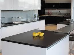 cuisine marbre noir marbrerie roches et pierres spécialiste deco cuisine et salle de