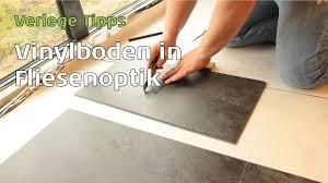 Vinylboden Bad Vinylboden In Fliesenoptik Verlegen Parkett Wohnwelt Erklärt Wie