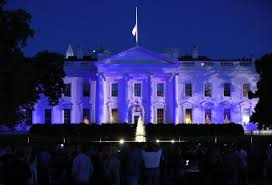 white house goes blue to honor nation s officers wgn tv