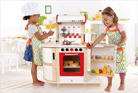 jouet enfant cuisine ma sélection de cuisine enfant en bois pour imiter les grands