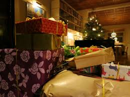 file christmas presents and a tree jpg wikimedia commons