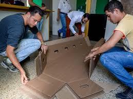 Common Economia - Venezuelanos são enterrados em caixões de papelão em  &TI48