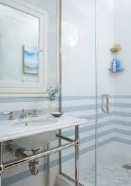 a 6 u0027x7 u0027 bathroom visually expands thanks to horizontal stripes of