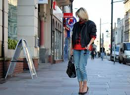 uk fashion blog dressing for a woman dressing in jeans reiss