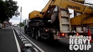 jiefang chasing komatsu pc200 transported with faw jiefang truck youtube