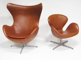 arne jacobsen swan chair in cognac leather by fritz hansen swan