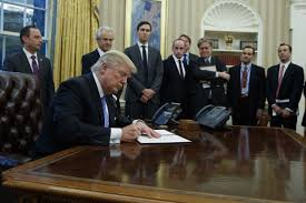 trump oval office pictures trump moves to pull us out of big asia trade deal