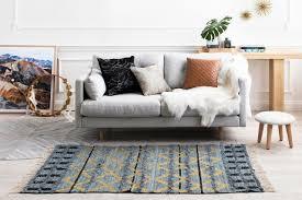 habiller un canapé relooker un vieux canapé solutions faciles et pas chères peau de