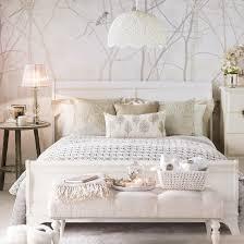 schlafzimmer wei beige schlafzimmer in weiß wanddeko vögel beige akzente wohnen