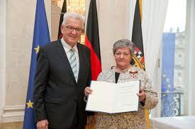Rheumatologe Baden Baden Präsidentin Der Deutschen Rheuma Liga Erhält Bundesverdienstkreuz