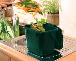 collect kitchen waste for compost bin keeping your caddy clean