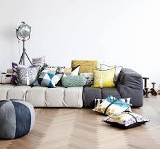canapé déco design interieur deco salon moderne peinture blanche canapé