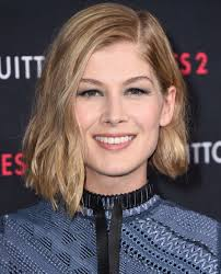 rosamund pike u0027s best hair moments instyle com
