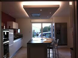 hotte cuisine plafond un faux plafond pour intégrer la hotte au dessus de l îlot