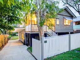 fencing vs retaining walls for your front yard hipages com au