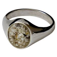 cremation remains memorial signet ring made with your loved one s cremated remains