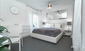 chambre blanche et grise deco chambre gris et jaune cool finest chambre grise