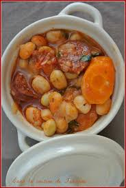 cuisiner haricots blancs secs cocotte de chorizo et haricots blancs dans la cuisine de fabienne