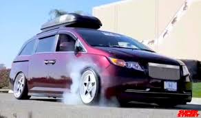 1000hp minivan instead if that hp number is actually accurate bisimoto s 1 029 hp honda odyssey is a family hauling burnout