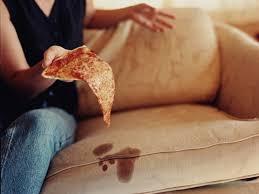 tache de sang sur canapé en tissu comment nettoyer un canapé en tissu conseils et astuces déco
