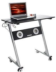 sous le bureau un bureau étudié spécialement pour les geeks bhmag