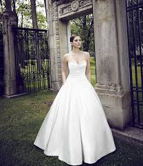 best wedding dress for pear shaped buying a wedding gown for your shape pear blanca