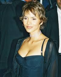 haircuts with flip behind the ear halle berry s radical short haircut long enough to tug hair